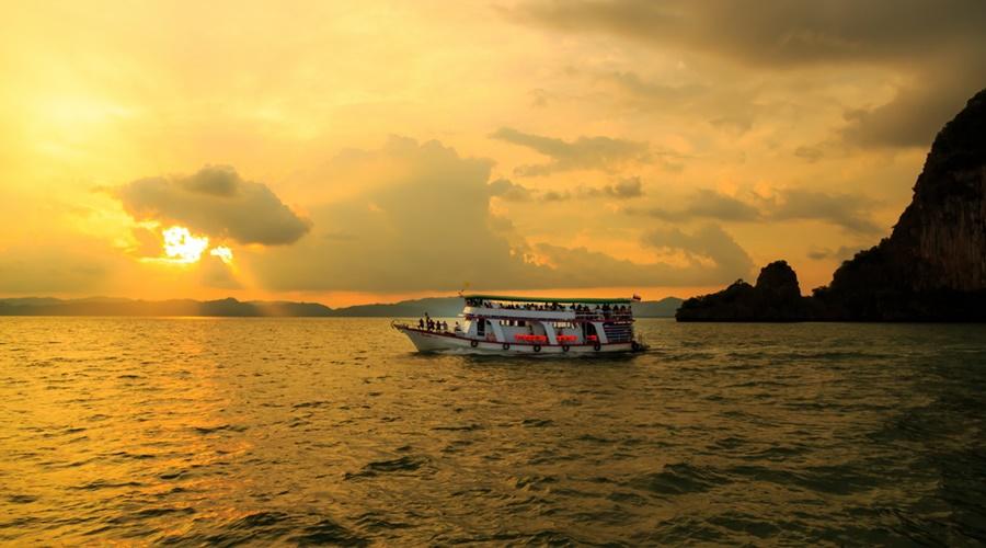 Phang-Nga-bay-Sunset-Dinner-by-cruise